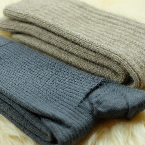 與一般羊毛休閒襪比較,腳丫子貂毛羊毛衣!暖呼呼!